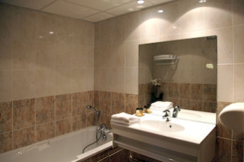 Фото отеля Comfort Hotel Paray-le-Monial - Bathroom