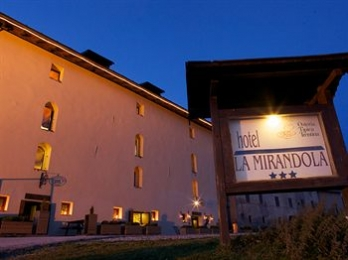 Фото отеля Hotel La Mirandola - Featured Image