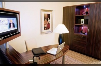Фото отеля Crowne Plaza Maastricht - In-Room Business Center
