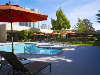 Фото отеля Sheraton Vancouver Airport Hotel - Outdoor Pool
