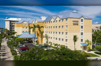 Фото отеля Comfort Suites Seven Mile Beach and Resort - Featured Image