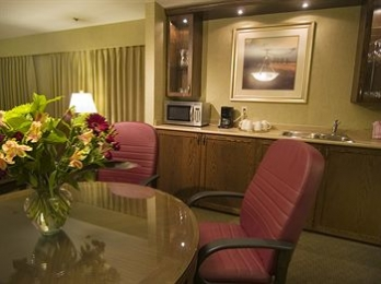 Фото отеля Best Western Plus Coquitlam Inn Convention Centre - In-Room Dining
