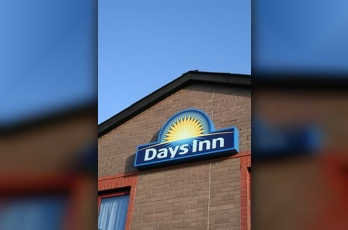 Фото отеля Days Inn Magor - Featured Image