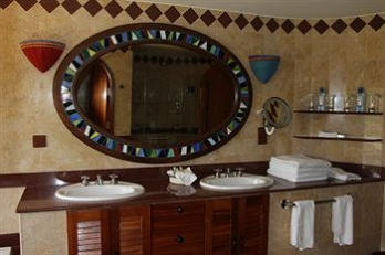 Фото отеля Amboseli Serena Safari Lodge - Bathroom Sink