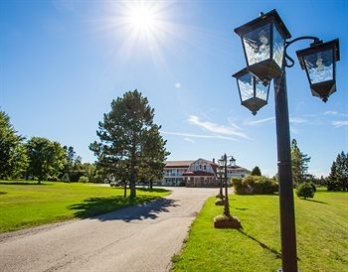 Фото отеля Canada's Best Value Inn & Suites Summerside - Property Grounds