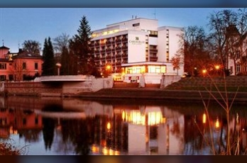 Фото отеля Caravelle Hotel im Park - Featured Image
