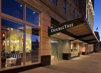 Фото отеля DoubleTree Suites by Hilton Detroit Downtown - Fort Shelby - Featured Image