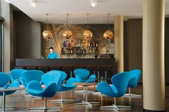 Фото отеля Motel One München - Sendlinger Tor - Featured Image