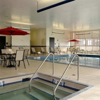 Фото отеля Hilton Columbus/Polaris - Indoor Pool